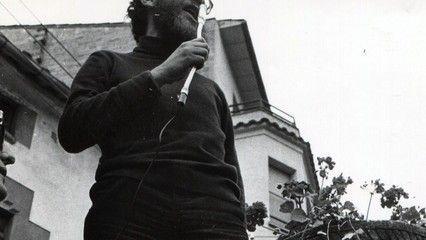 Un documental que repassa la vida de Lluís Maria Xirinacs, símbol de la lluita no violenta i de les reivindicacions nacionals de Catalunya.