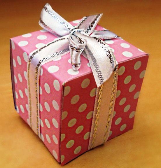 Hediye Kutusu Yapımı Kolay - Kendin Yap http://www.canimanne.com/hediye-kutusu-yapimi-kolay-kendin-yap.html Hediye Kutusu Yapımı Kolay - Kendin Yap