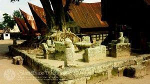 ritual-batak-stone-chairs-and-table_ambarita-village_samosire-island_north-sumatra_sumatran-trails-001