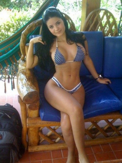 I always find it hard to find CURVY (my body shape) toned girls. Here's one...