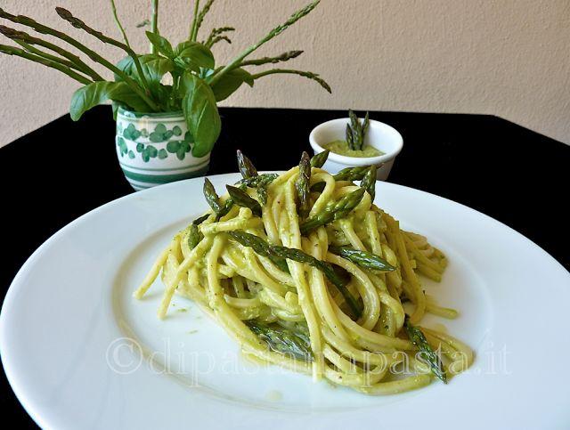 Di pasta impasta: Spaghetti alla chitarra al pesto di asparagi ©