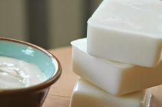 Fatto in casa: Il sapone al latte fai da te delicato e nutriente