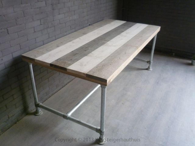 Trendy steigerhout/steigerbuis tafel behandeld met grey/white en blackwash gemaakt door www.hetsteigerhouthuis.nl