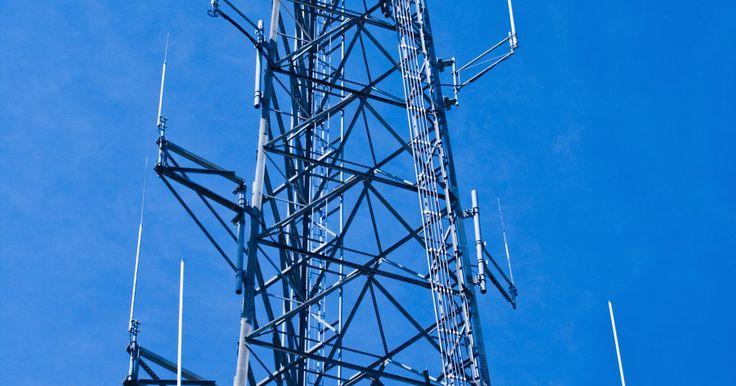 Como modificar a frequência de um Yaesu FT-897D. O transceptor Yaesu FT-897D, é um rádio portátil com múltiplos modos que opera nas bandas amadoras MF, HF, VHF e UHF. Sua recepção abrange as bandas de 160 a 10 metros, e também as de 6 m, 2 m e 70 cm, além de ter a modulação em banda lateral única. A versão americana do produto também cobre a banda de 60 m. A sintonização é realizada de maneiras ...