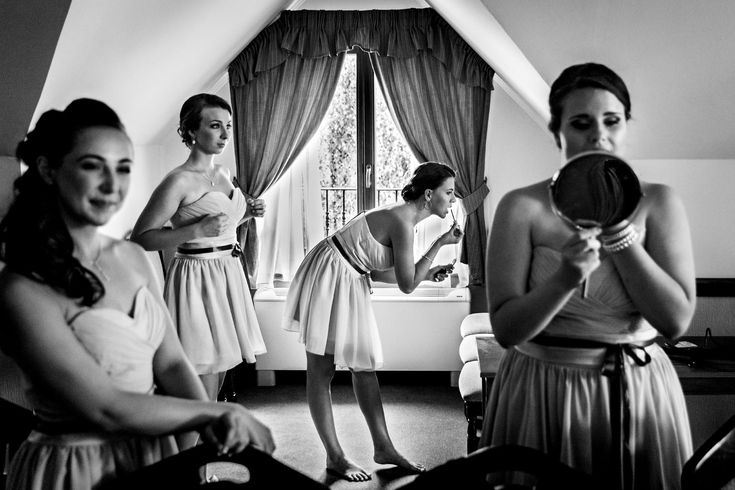 Bridesmaids getting ready by Archivo #blackandwhitephotography