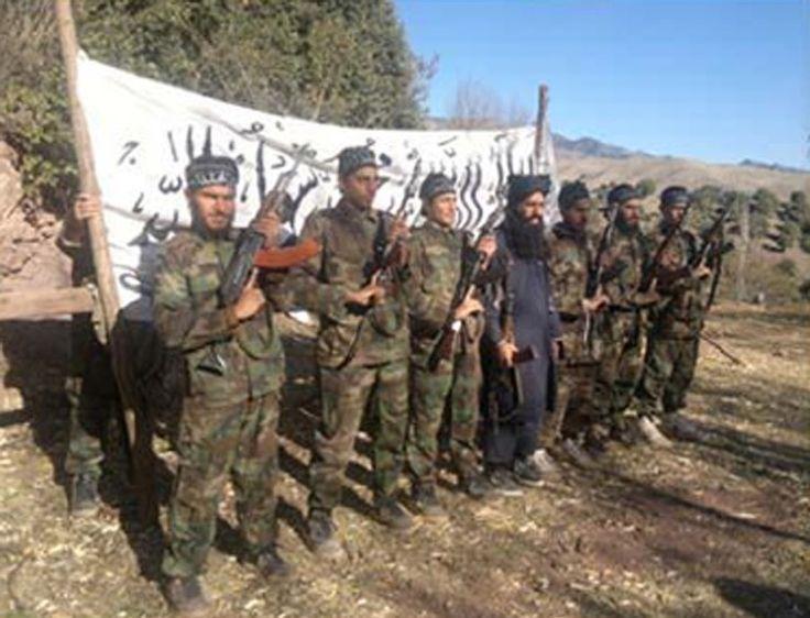 Imagem divulgada pelo grupo talibã paquistanês mostra os sete militares que invadiram escola de Peshawar e mataram mais de 140 pessoas. O líder da organização, Mohammad Khurasani, afirmou que o ato foi uma realiação às mortes de inocentes pelo exército do Paquistão (Foto: Pakistani Taliban/AP) - http://epoca.globo.com/tempo/fotos/2014/12/fotos-do-dia-17-de-dezembro-de-2014.html