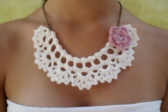 #Collar #gargantilla blanco hueso con flor de #crochet diseñado por DIDIcrochet,