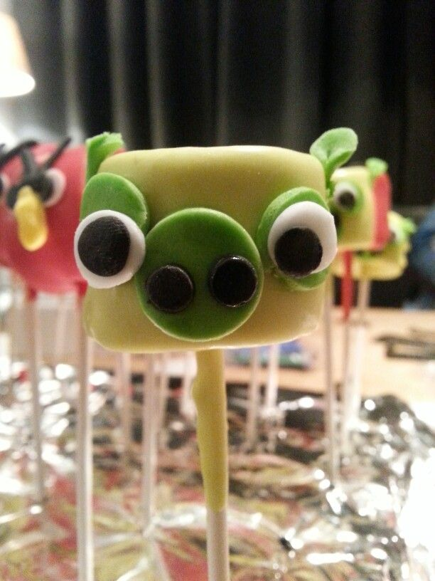 kinder traktatie angry birds marshmallows gedoopt in smeltsnoep.