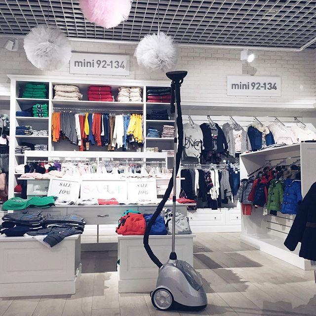 SteaMaster w butiku z odzieżą i akcesoriami dla dzieci @manolomanolapl w warszawskim centrum handlowym Wola Park!  #steamaster #prasowaczparowy #manolomanola #manolomanolalovers #butik #sklep #wolapark #warszawa #prasujemy #prasuje #prasowanie #prasujparapl