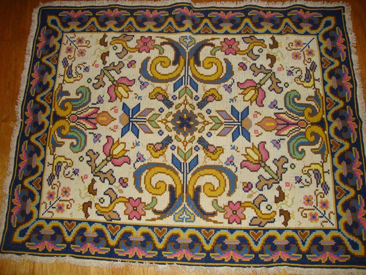 A Portuguese Arraiolos rug. Cantinho da Sónia