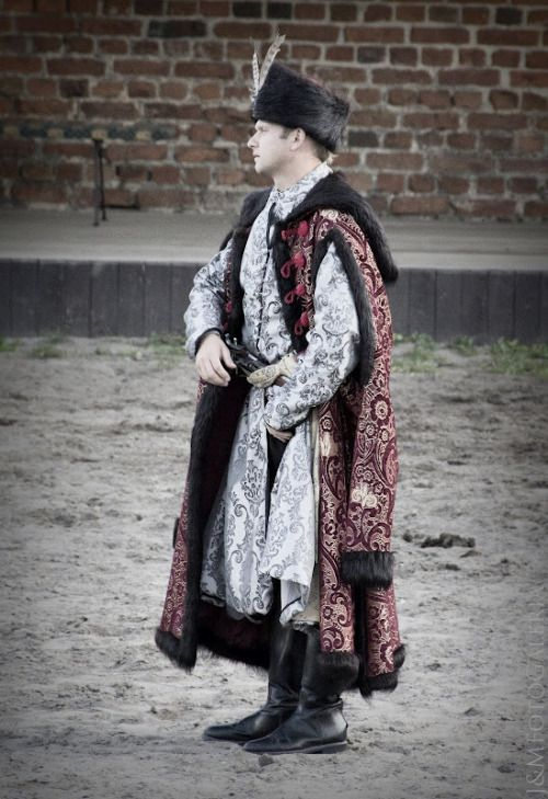 Costume of Polish szlachta (nobility) from 17th century reenacted in Gniew, photo © J & M FotoGaleria.