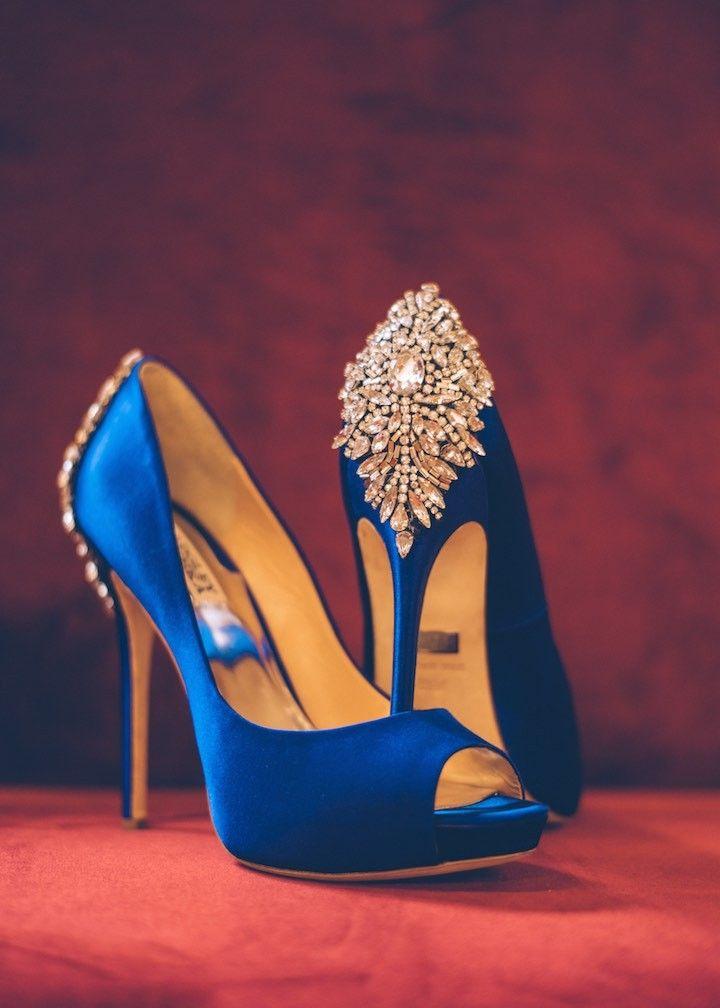 Something blue: stylish wedding shoes idea; photo: Ed and Aileen Photography