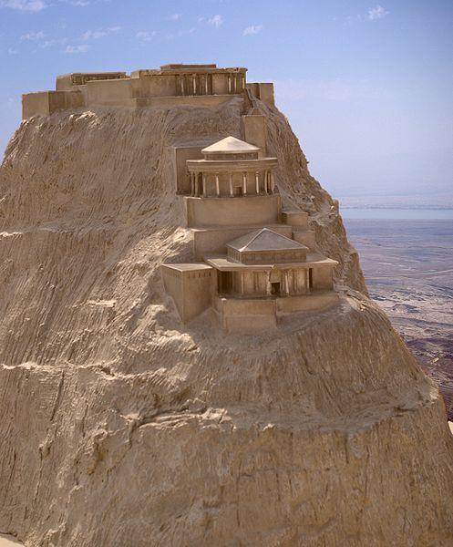La histórica Masada en el desierto de Judea , junto al Mar Muerto