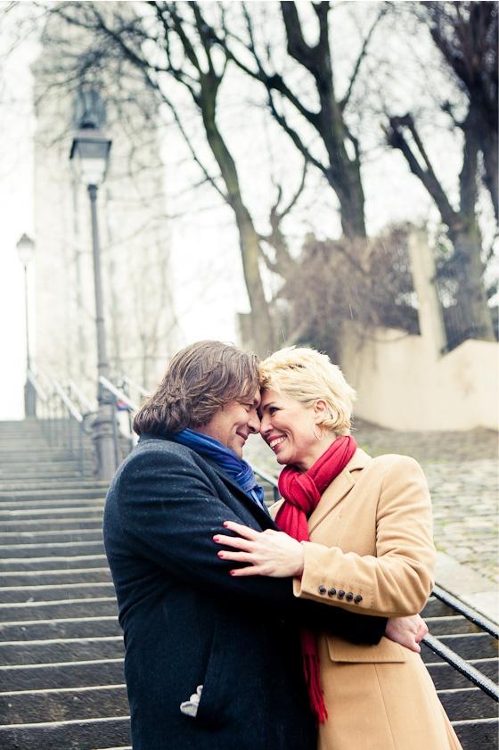 Loveshoot op de trappen van Montmartre. www.loveshootinparijs.nl  door FOTOZEE