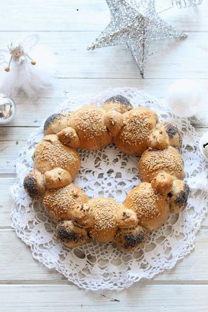 ghirlanda di pane alle noci e olive in pentola fornetto versilia | .