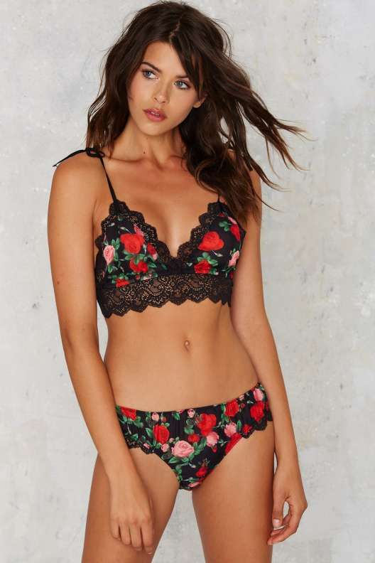 Get 30%-70% Discount from FZillion.com on all branded Women Bras, Panties & Lingerie. USA Free shipping and free return. 75 days Return Policy. http://www.fzillion.com/women/women-s-clothing/bras-panties-lingerie.html