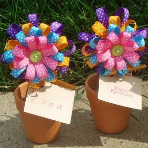 such a cute party favor for little girls! hair bows :)