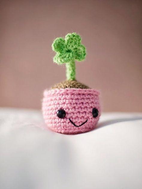 DIY-Anleitung: Kleeblatt im kleinen Töpfchen selber häkeln / cute crochet pattern for an amigurumi with shamrock via DaWanda.com