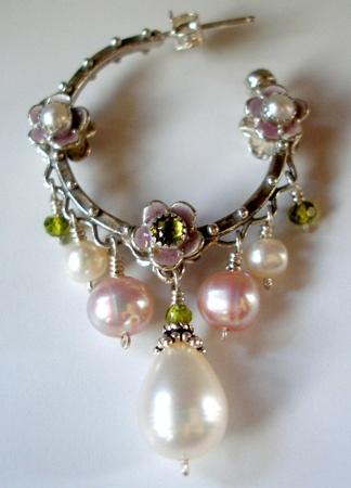 Artigianato di Margara. Orecchino d'argento e perle provenienti da Vestelia e Barrasca.