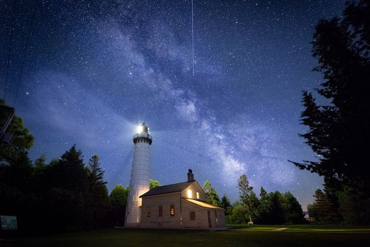 18 Jaw-Dropping Wisconsin Lighthouse Photos - The Bobber