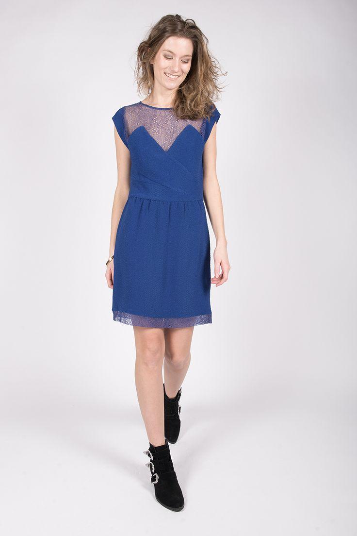 Quelle chaussure mettre avec une robe bleu