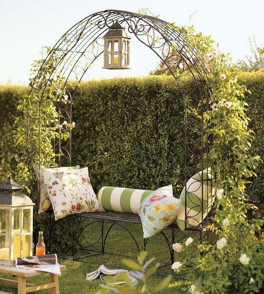 Кованая садовая арка