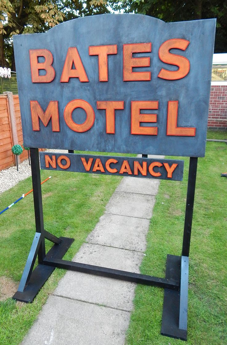 bates motel sign by twisted endeavours halloween signshaunted halloweenhalloween 2017halloween horrorhalloween diyhalloween decorationsscary