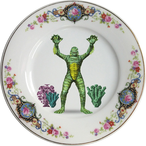 Plato antiguo de porcelana Checa 19,3cm Ø con bordes en oro y aplicación de nuestra imagen CreaturePreferentemente para uso decorativo, no apto para lavavajillas y microondas.