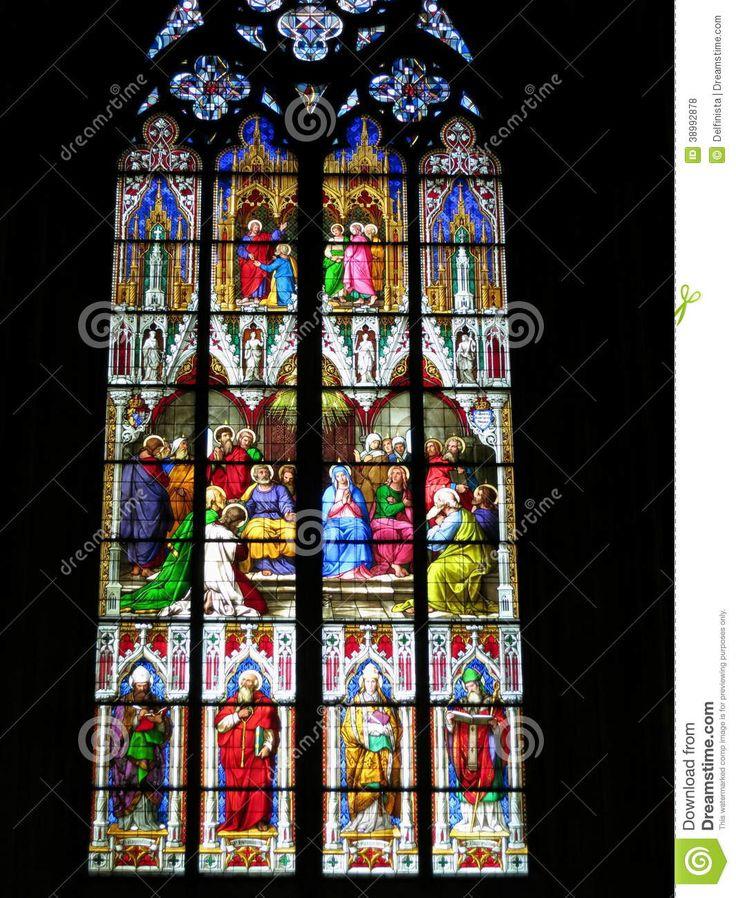 Het Venster Van Het Kerkgebrandschilderde Glas - Downloaden van meer dan 43 Miljoen hoge kwaliteit stock foto's, Beelden, Vectoren. Schrijf vandaag GRATIS in. Afbeelding: 38992878