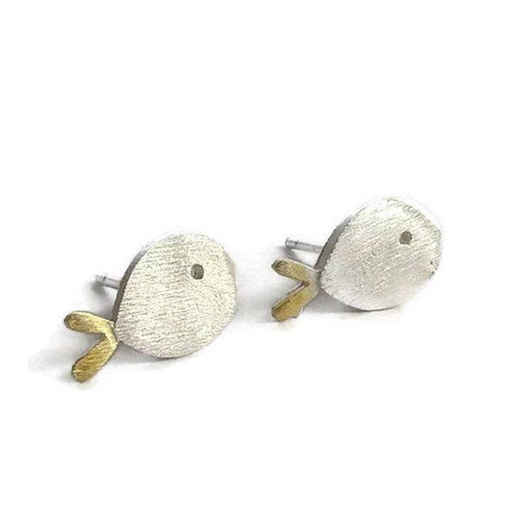 Orecchini piccoli a forma di pesce ATHENAEJewelry