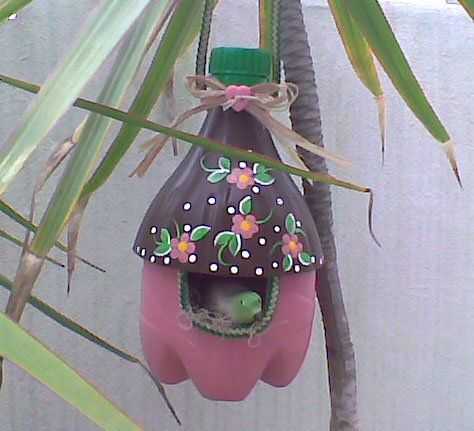 Casa de passarinho com reciclagem de garrafas pet