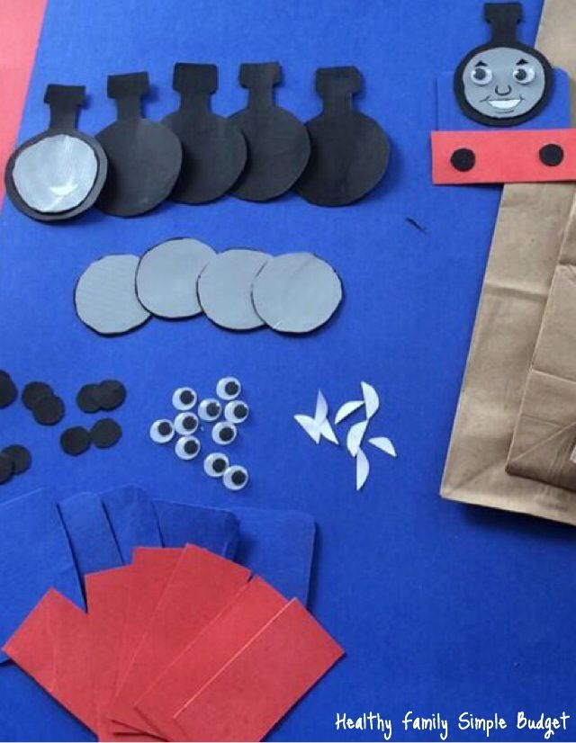 DIY Thomas magnets- cute and they'd make good party favors!