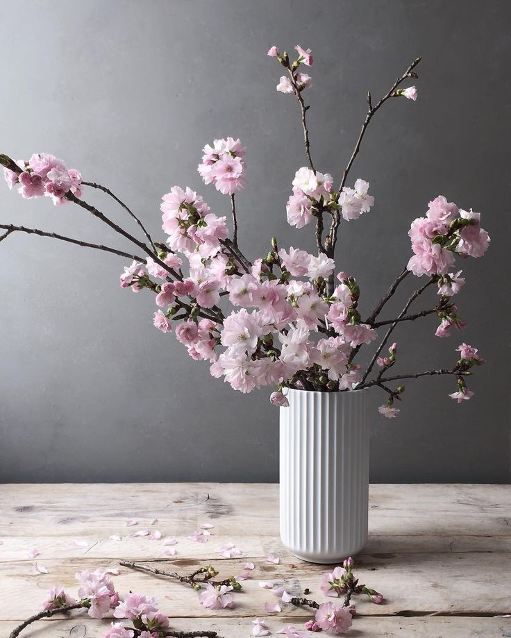 Beautiful decoration in the white Lyngby vase.