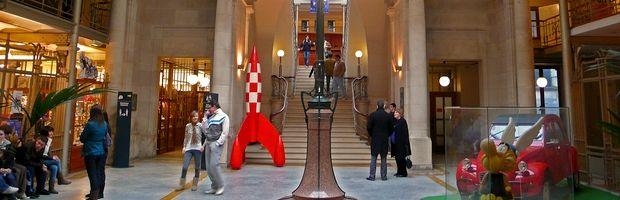 In het land van de Smurfen en van Kuifje, kunnen bezoekers er genieten van verschillende permanente tentoonstellingen, opgebouwd rond prachtige originele tekeningen en unieke objecten. Voel je terug een kind @ het Belgisch stripcentrum