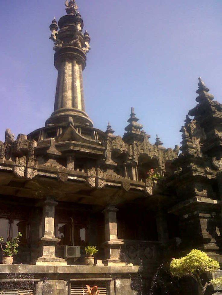 monumen bajrasandi di bali, mengisah kan para pejuang yang melawan penjajah untuk memperebutkan kemerdekaaan