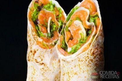 Receita de Wrap de salmão do chile com limão, rúcula e molho tártaro - Comida e Receitas