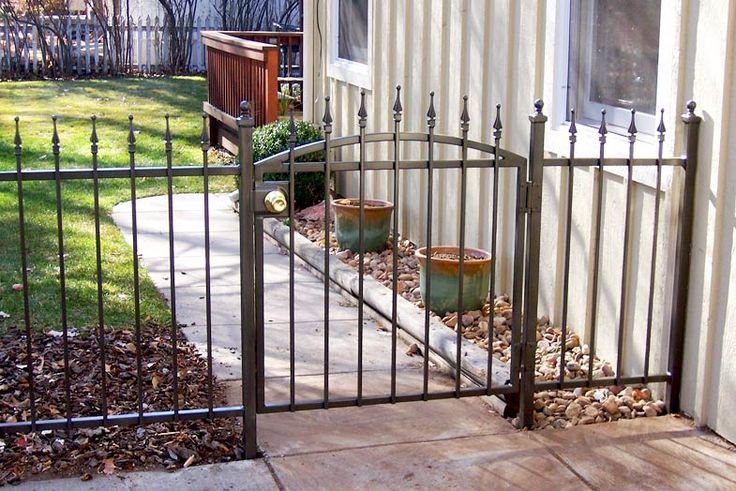 Unique front yard fences decorative fencing ideas front for Small front yard ideas with fence