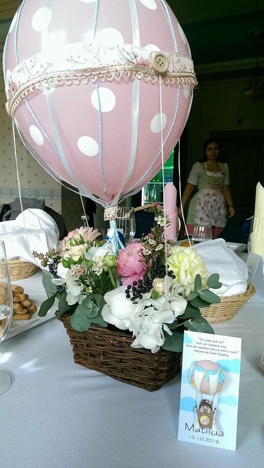 Hot air balloon centerpiece and handmade deco clay baby favor by Atelier Floristic Aleksandra