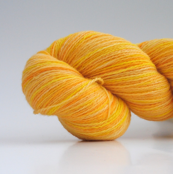Sur Citron, 2-ply wool, 450m/100gr from Aalerusen.blogspot.com.    Handdyed yarns by Julia Zahle