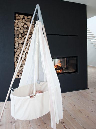 Schwungvolle Wiege aus Öko-Baumwolle - Babybetten für jeden Wohnstil 5 - [SCHÖNER WOHNEN]