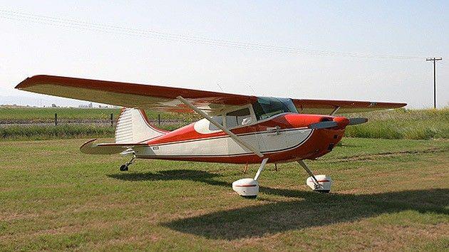 Avioneta bimotor