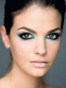Smokey eyes with bright blue liner, pretty!!!