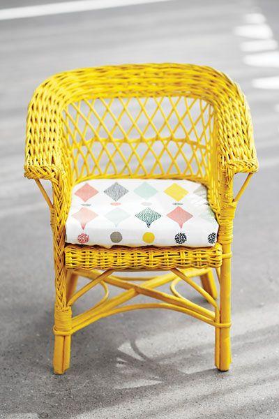Så målar du dina rottingmöbler! Har du trasiga gamla rottingmöbler hemma? Ge dem nytt liv genom att måla om dem.