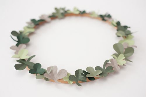 Shamrock Wreath: Houses, Art Crafts, Simple Shamrock, Lar Built, Candles, Crafts Time, Simple Wreaths, Shamrock Wreaths, Irish Wreaths