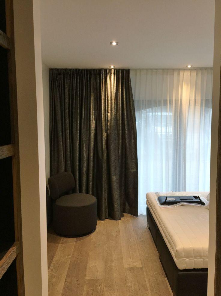 tentures et voiles sur rail ds fix au plafond sur longueur au rail pour d gager les tissus. Black Bedroom Furniture Sets. Home Design Ideas