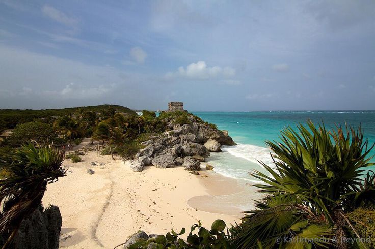 Templo del Dios del Viento Tulum Ruins Tulum Mexico Situated on rugged coastline and overlooking the turquoise waters of the Caribbean Sea Tulum arguably has the most stunning location of all Yucatans Mayan sites.  #tulummexico #travel #mexico #yucatan ##tulum
