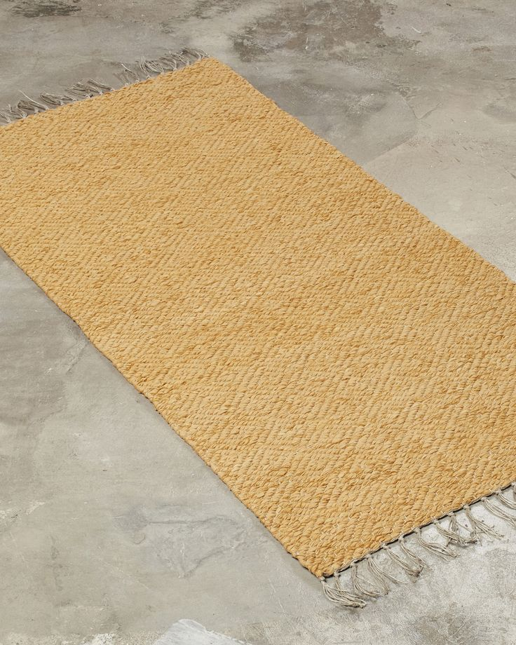 A decorative yet elegant rug. This design works well both in a larger size in the living room, as well as a narrow version in the hallway or by the bed.