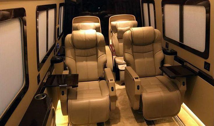 Siapa sangka ruang kantor mewah ini adalah kabin mobil. BAV Lexury Auto Design merombak Mercedes-Benz Sprinter jadi kantor berjalan.  #mobil #kantor