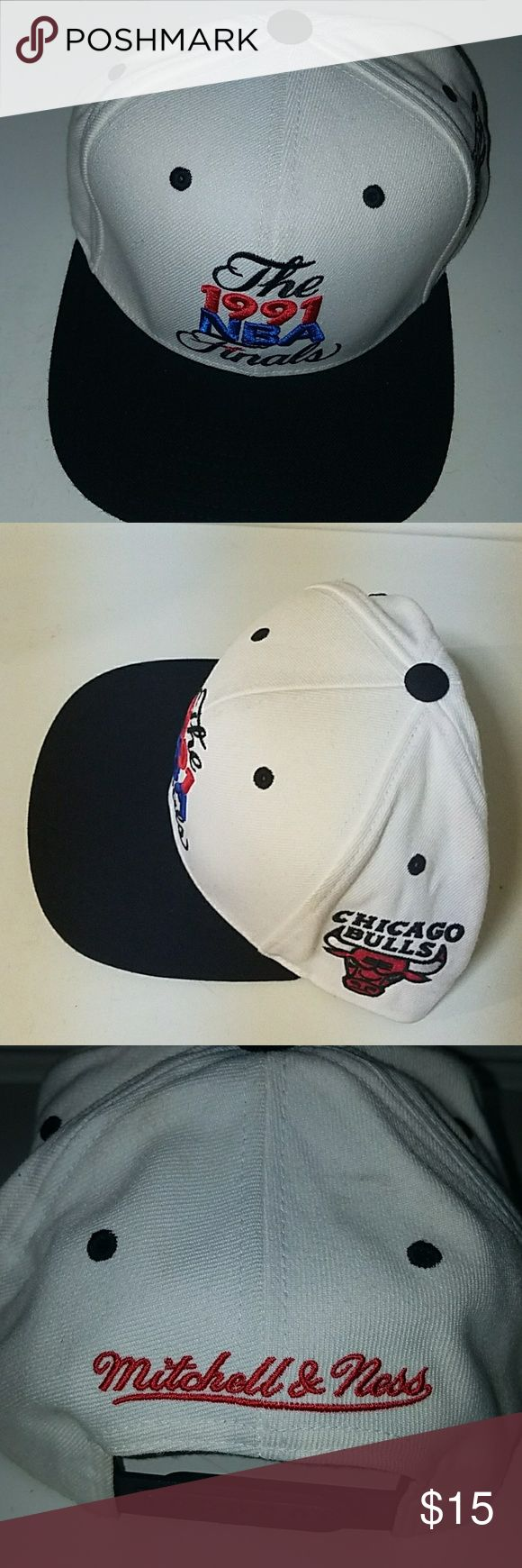Nba Finals Snapback White/red chicago bulls snapback in good condition Mitchell & Ness Other