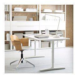 IKEA - BEKANT, Bureau, plaqué bouleau/blanc, , Garantie 10 ans gratuite. Détails des conditions disponibles en magasin ou sur internet.Le plateau de table profond offre une grande surface de travail et vous permet de vous asseoir à une distance confortable de l'écran d'ordinateur.Le passe-câbles sous le plateau de table vous aide à garder votre bureau net et ordonné.Surface en placage, résistante, anti-taches et facile à nettoyer.Le plateau de table peut être monté à l...